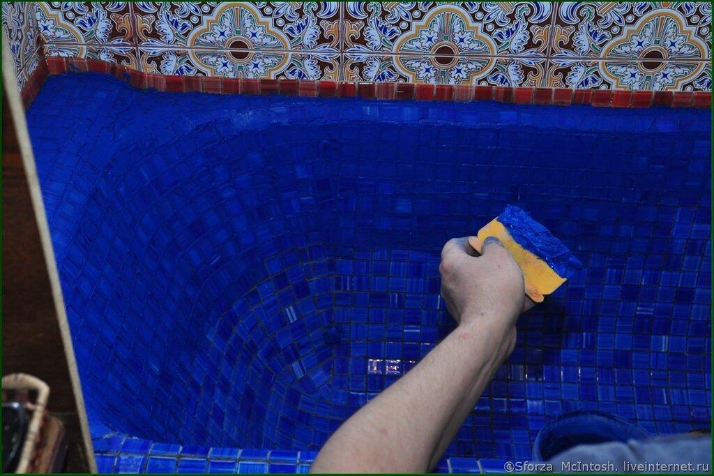 Ведь затирка мозаики в ванной