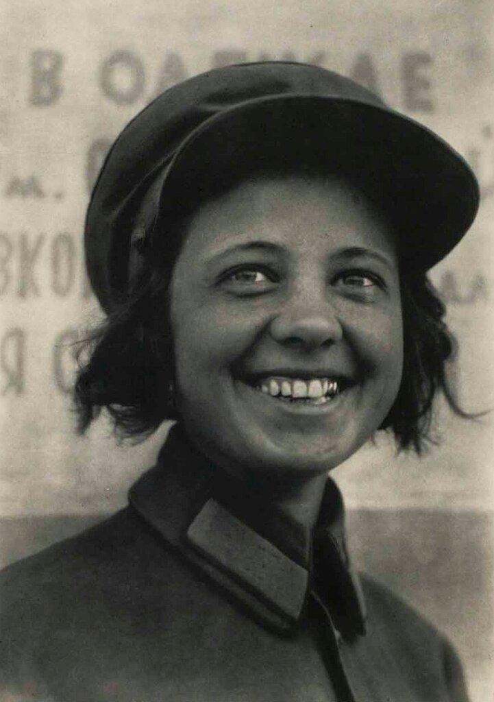 Margaret Bourke-White, Вогоновожатая,Москва, 1931