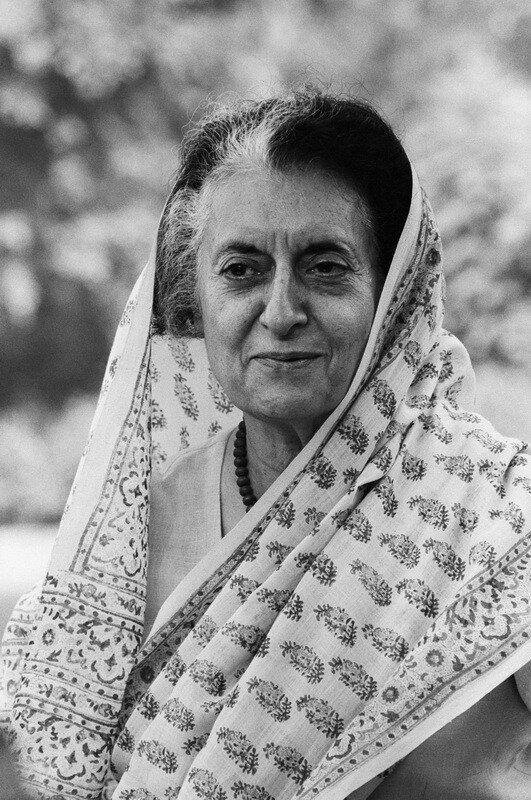 Премьер-министр Индии Индира Ганди (Indira Gandhi), 31 октября 1984 года, Нью-Дели, Индия. Снимок сделан менее чем за три недели, перед тем, как она была убита своими собственными телохранителями.