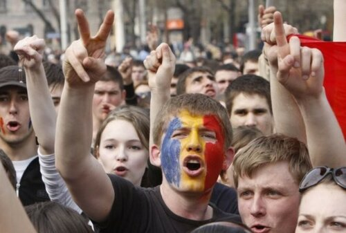 """""""Правые"""" требуют конституционного объединения Молдовы и Румынии"""