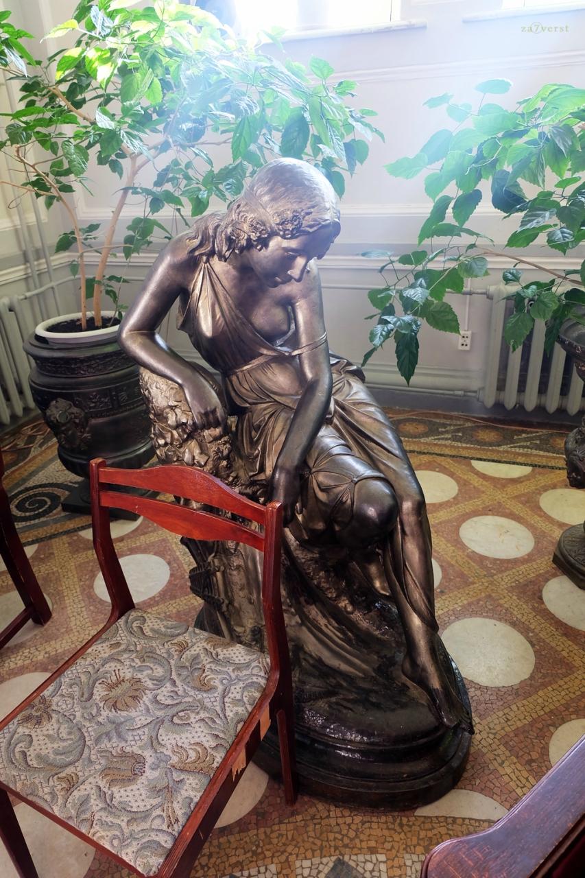 Дом-особняк М.А. Павлова в Шуе, интерьер, статуя