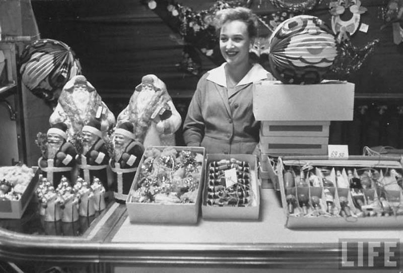 12. Магазин Детский мир перед Новым 1960 годом.jpg