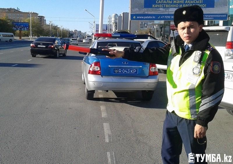 Казахстанские полицейские перестанут использовать жезлы ссамого начала  2017г.