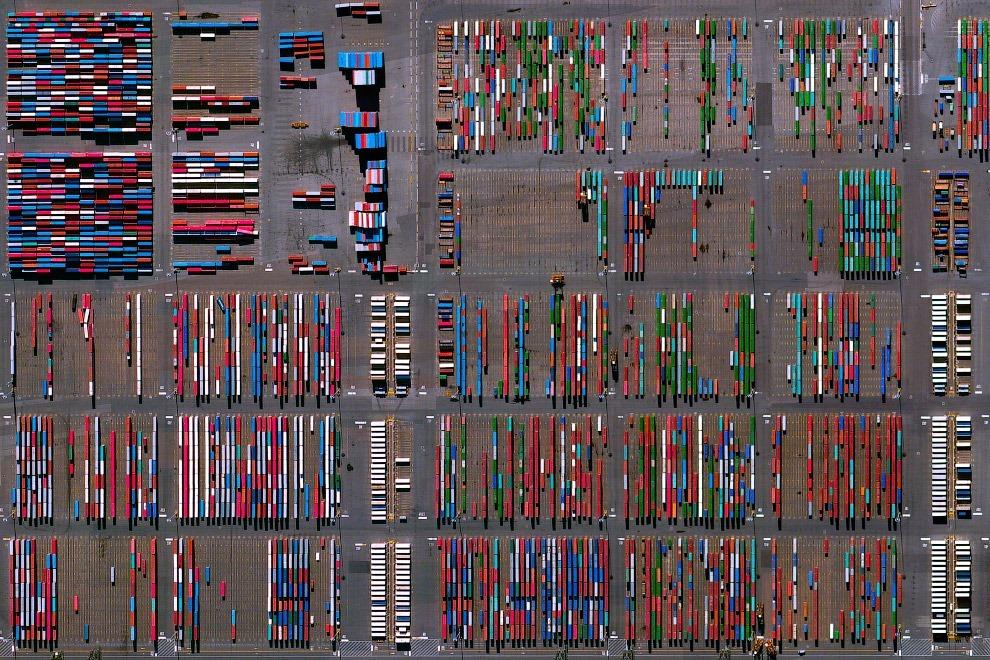 18. Разноцветный промышленный район, Токай, Япония. (Фото Benjamin Grant | Digital Globe):
