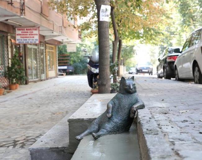 © Anadolu Kedisi / facebook.com  Официальное открытие памятника прошло 4октября ивызвало бур
