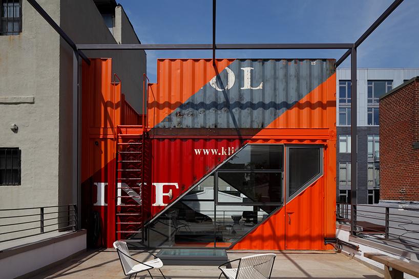 Обновленный дом частями контейнеров в Бруклине (12 фото)
