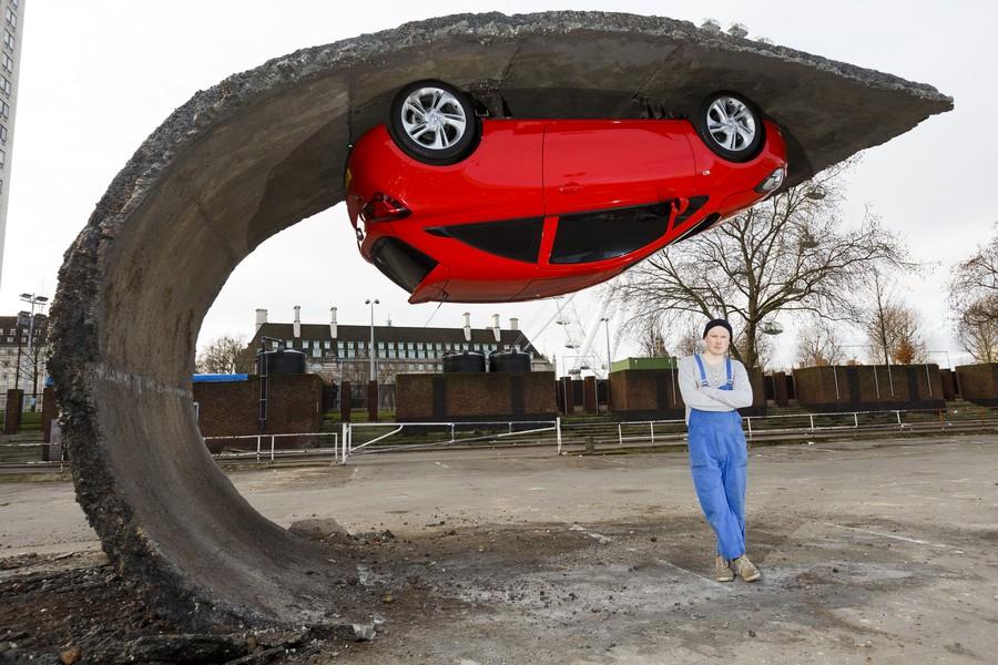 Автомобиль с ног на голову, Великобритания.