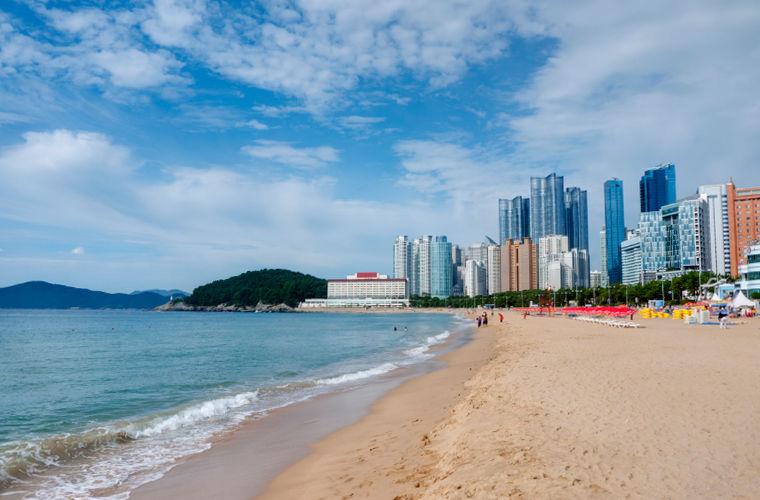 Это, наверное, самый знаменитый пляж Кореи. Его именем названы несколько фильмов и дорам, это место,
