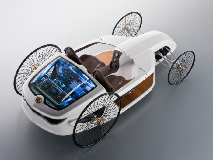 Эта машина является современной версией первого автомобиля, который выпустил в 1886г. Mercedes. Здес