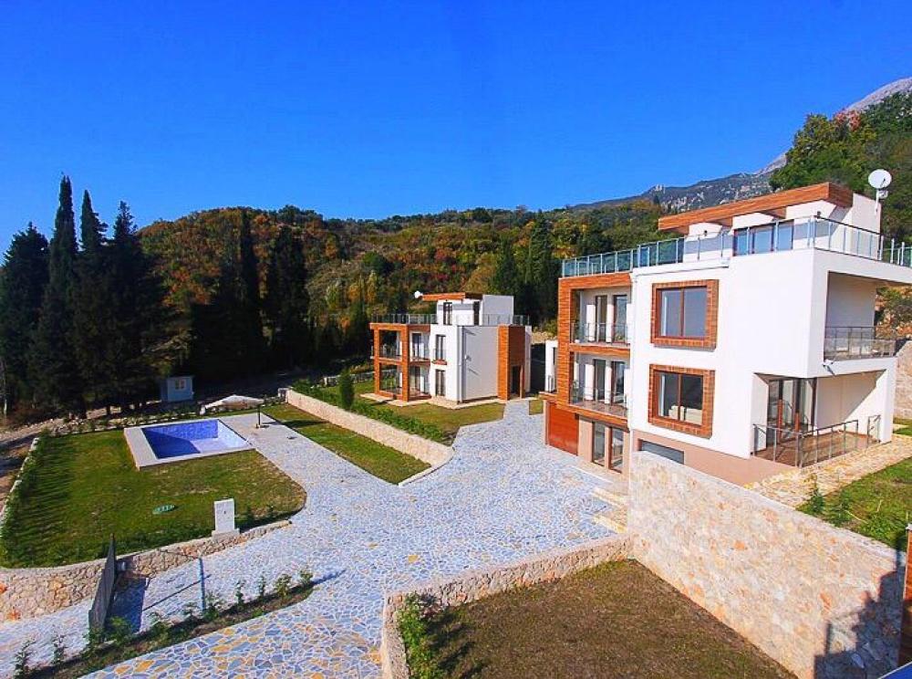 © sirius-estate  Место: рядом спляжем ицентром города 3этажа, 3спальни, 3ванные, кухня-ст