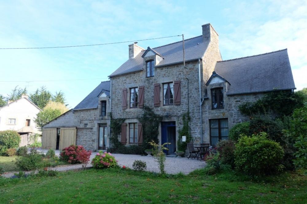© media.frenchestateagents  Место: Ландебья кухня-столовая, гостиная, 7спальных комнат, 4ван