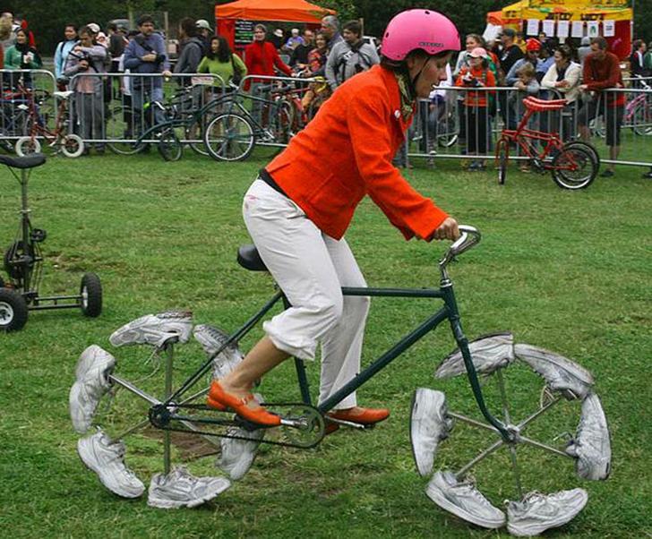 У этого велосипеда вместо шин — кроссовки, которые симулируют бег, в то время как вы даже не касаете