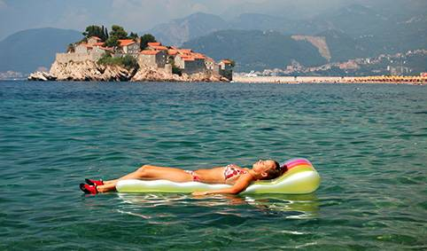 Херцег-Нови — один из самых популярных курортов Черногории. Здесь много гостиниц и ресторанов,