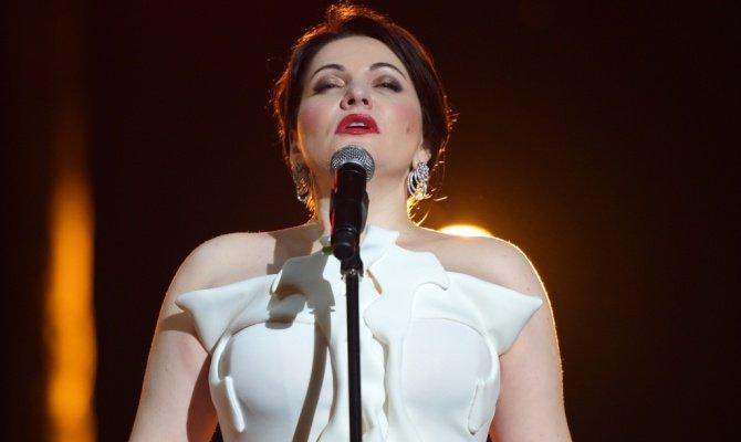 Чехия: эстрадная певица перепутала слова гимна РФ перед хоккейным матчем Российская Федерация