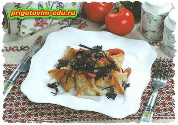 Вонтоны с маслинами и помидорами