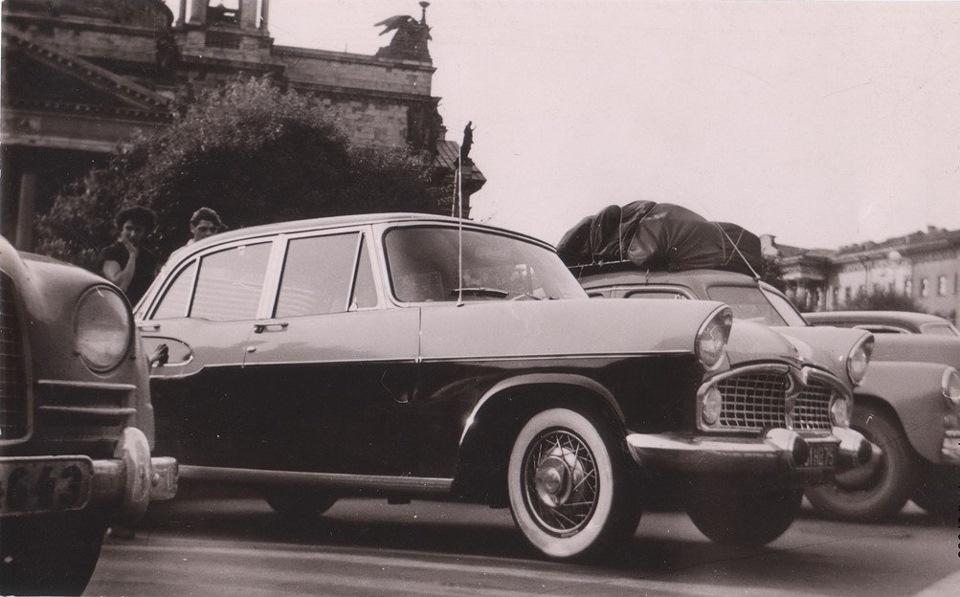 1970-е Simca Chambord на фоне Исаакиевского собора..jpg