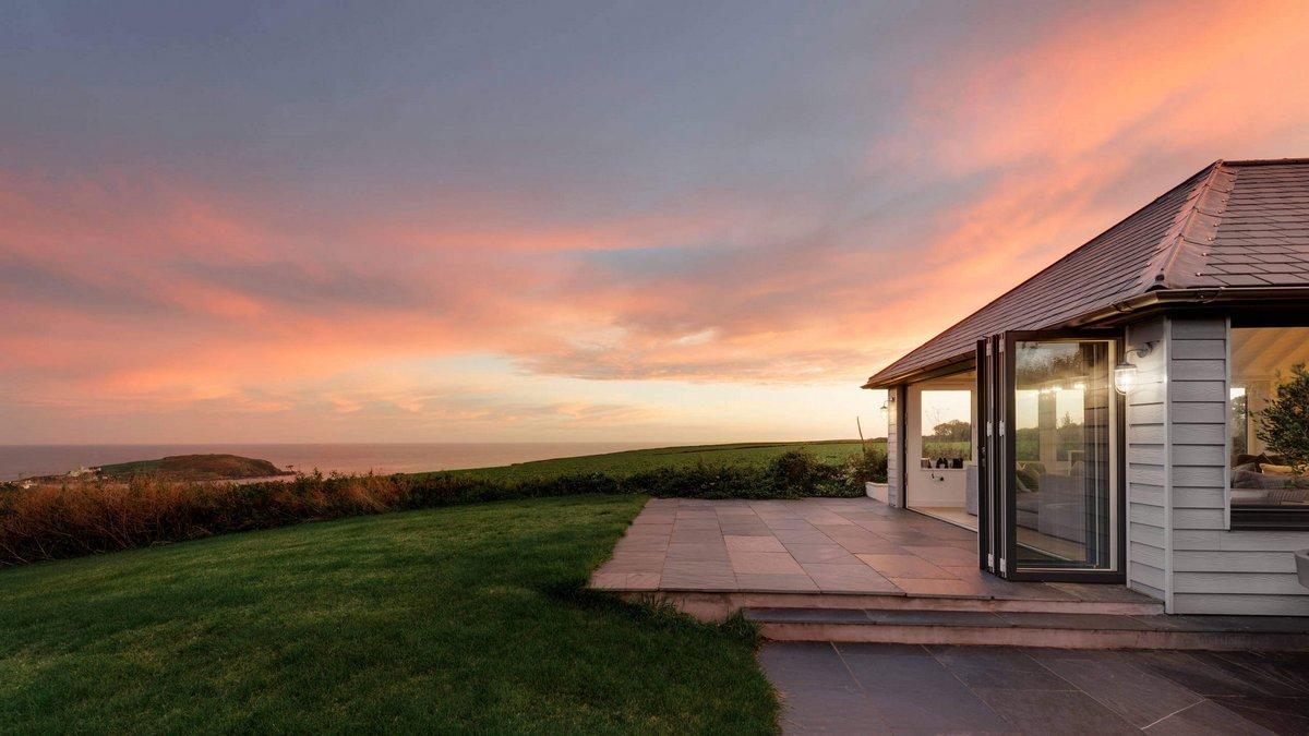 Дом в Англии с видом на море