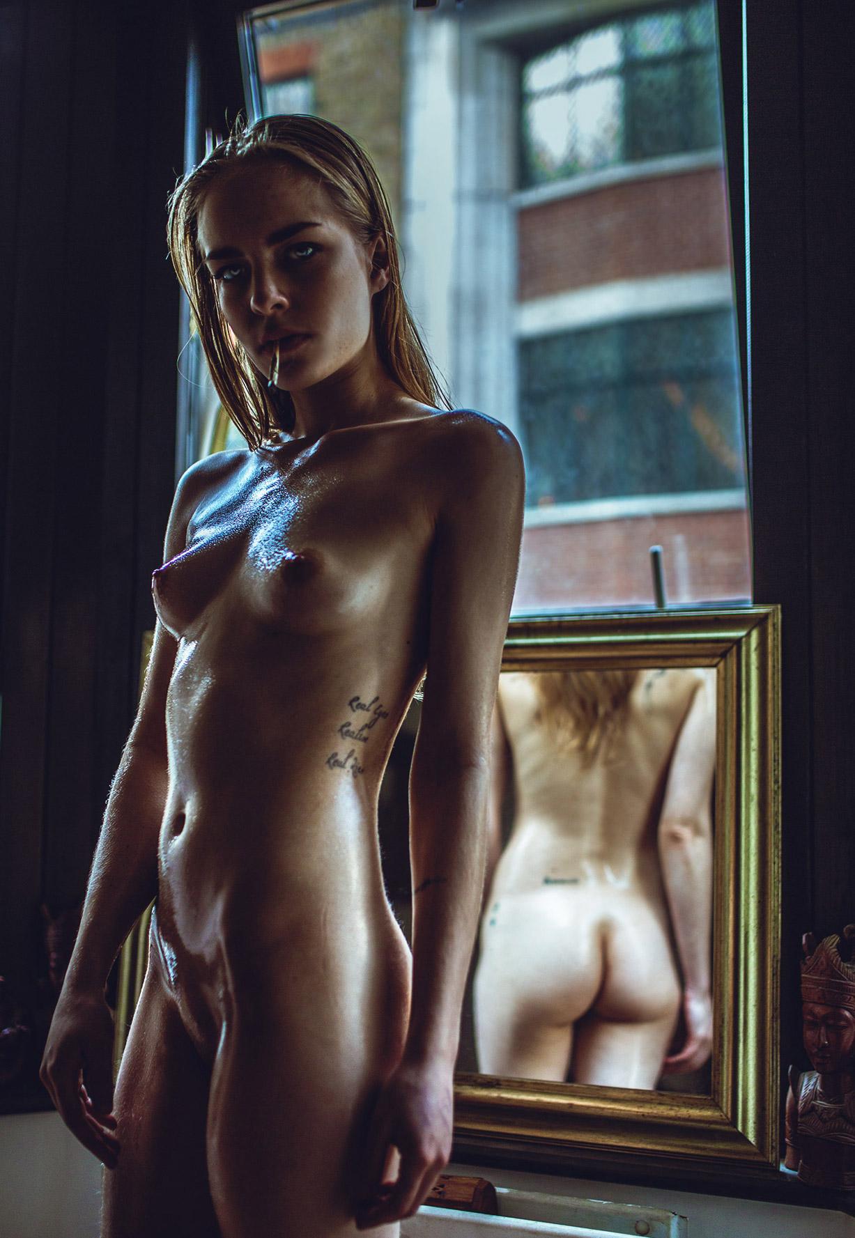 зеркало, сигарета и голая Алисия Джейд / Alicia Jade nude by Haris Nukem - Yume Magazine