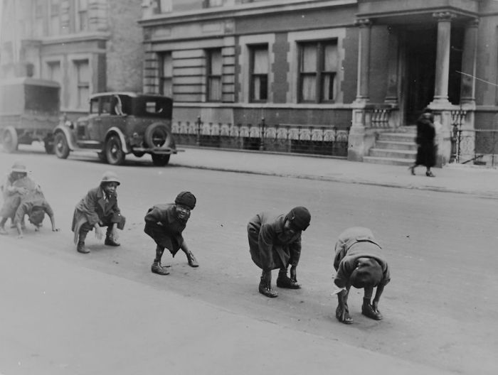 historical-children-playing-photography-58a4175b591a3__700.jpg