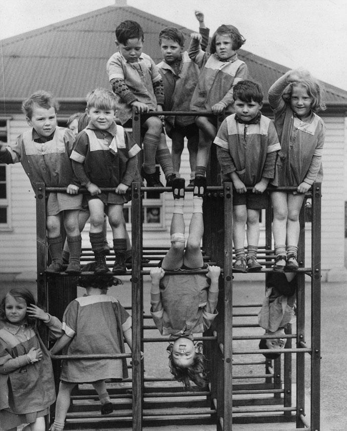 historical-children-playing-photography-58a417755dc6c-58ac1b0b0f5b3__700.jpg
