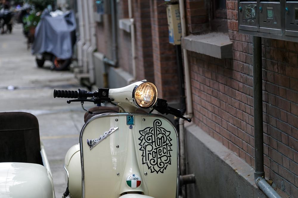 Shanghai Customs: электрический скутер с коляской