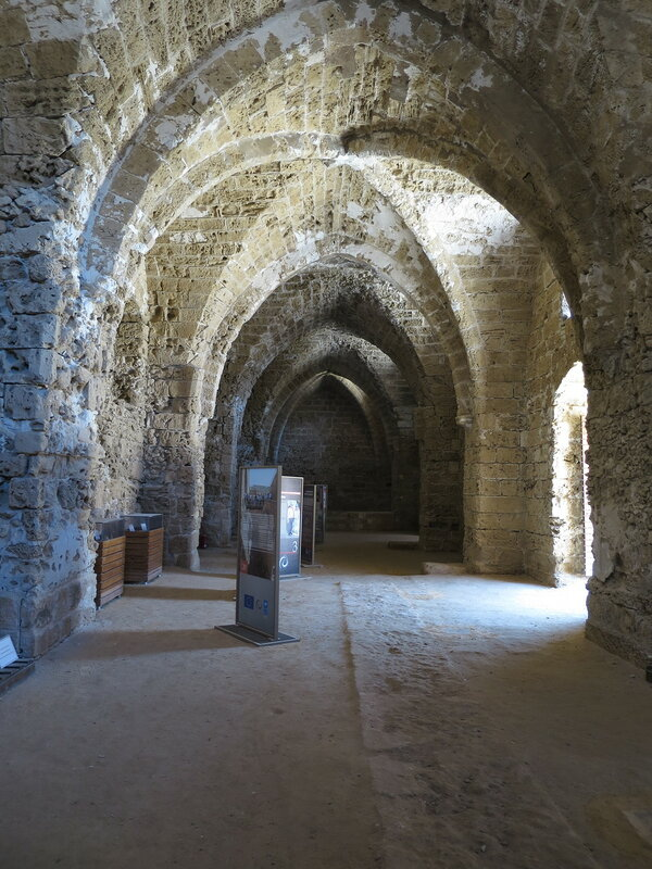 Фамагуста. Крепость. Крестообразный своды помещения (5)