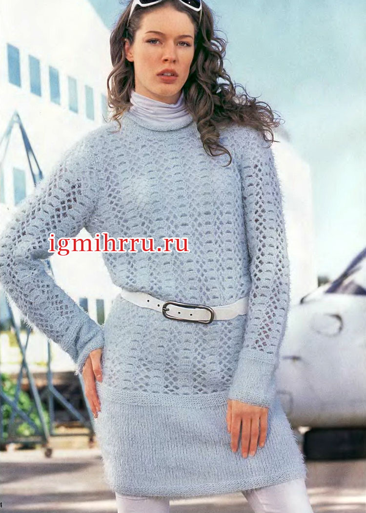 Голубое теплое платье с кружевным узором. Вязание крючком и спицами