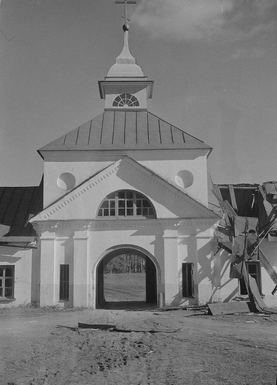 1941. Вход в Коневский Рождество-Богородицкий монастырь