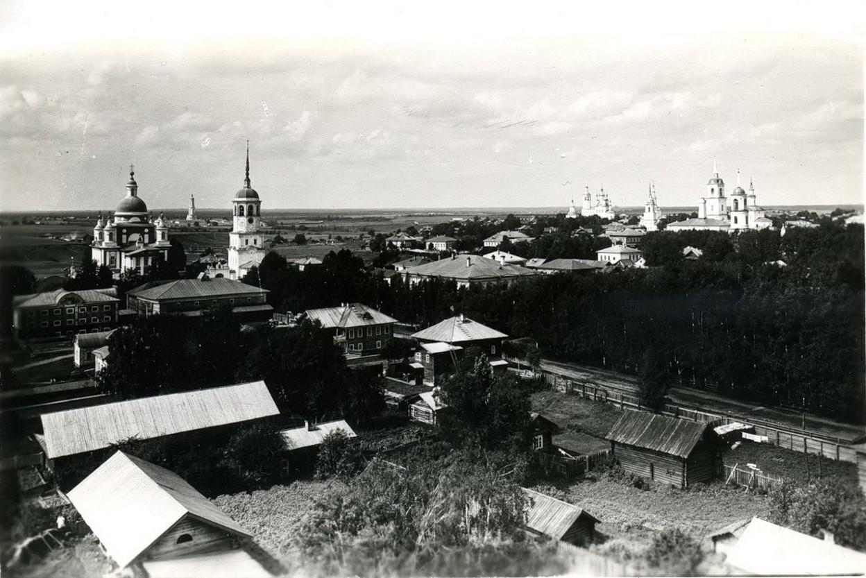 Вид города с колокольни Успенской церкви
