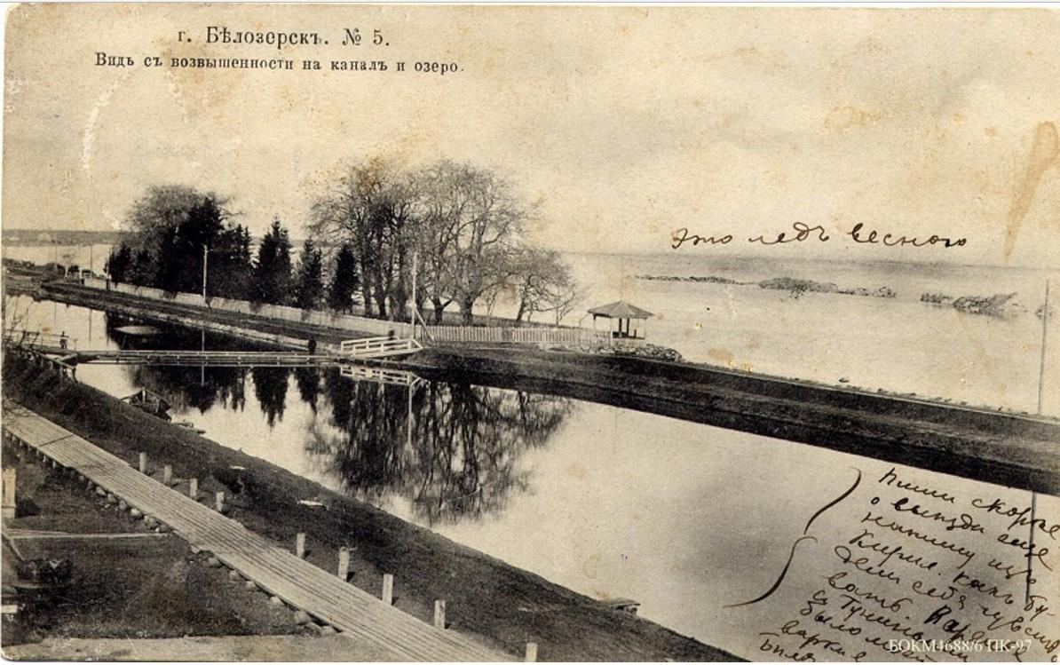 Вид с возвышенности на канал и озеро