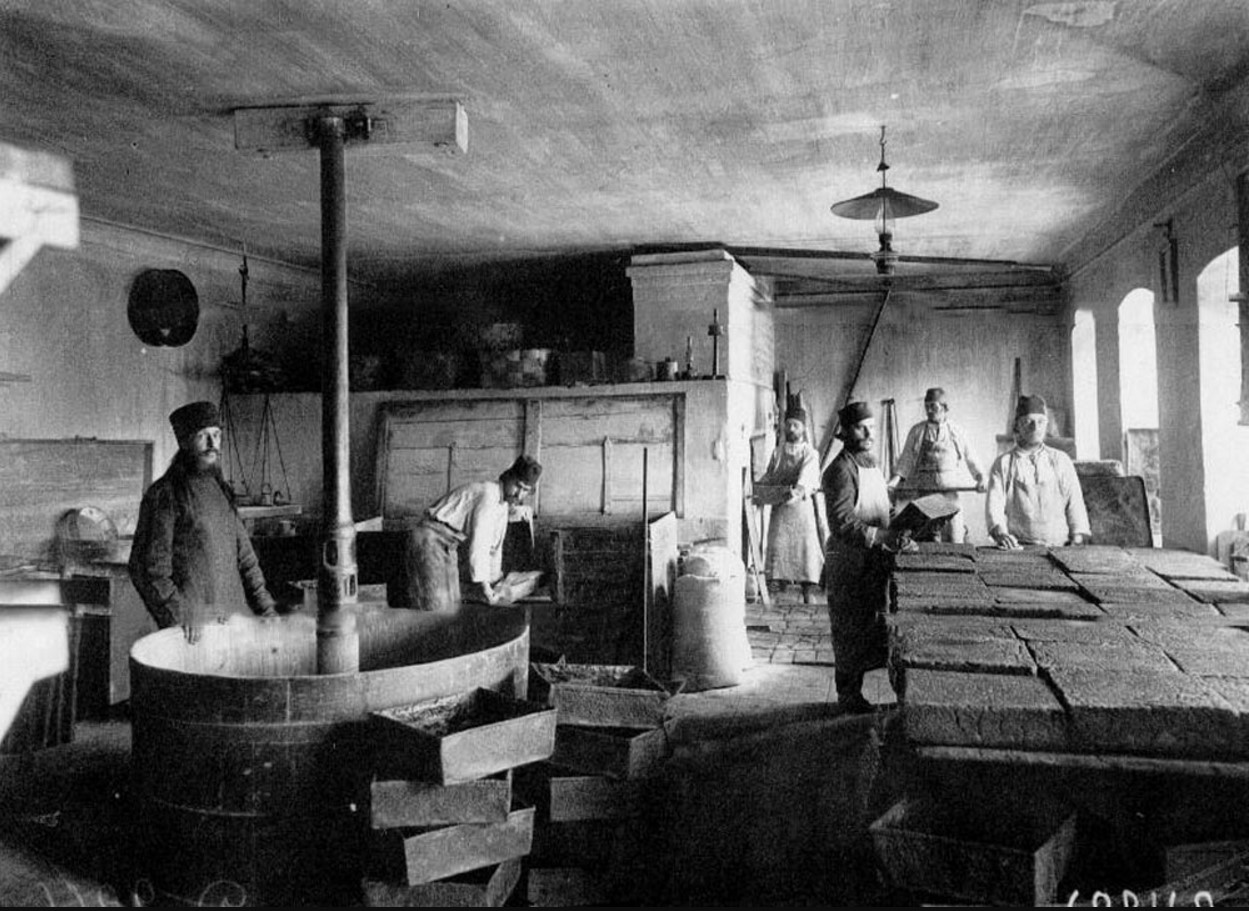49. Монахи за приготовлением хлеба