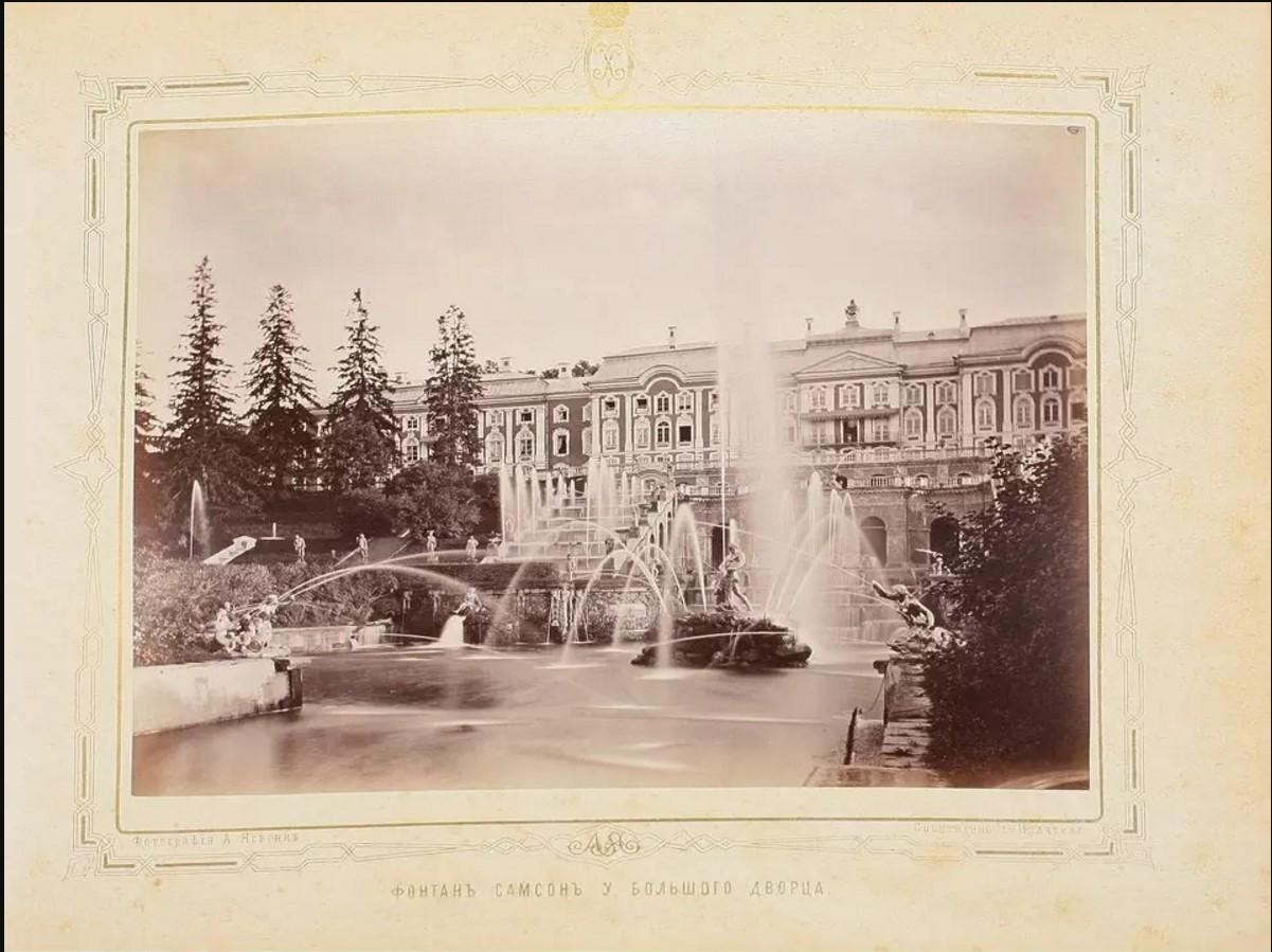 Фонтан «Самсон» у Большого дворца