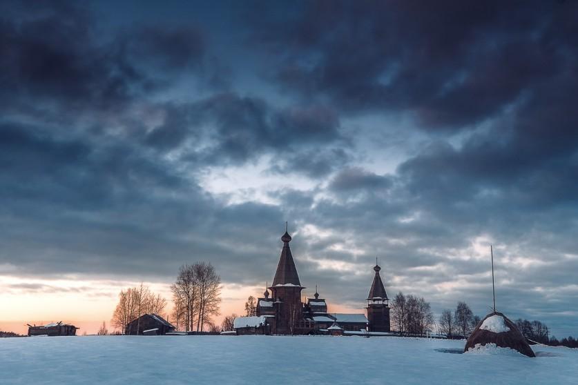 Почозерский храмовый комплекс Мыза— небольшая деревня рядом соСвиным озером. Вдеревне несколько д