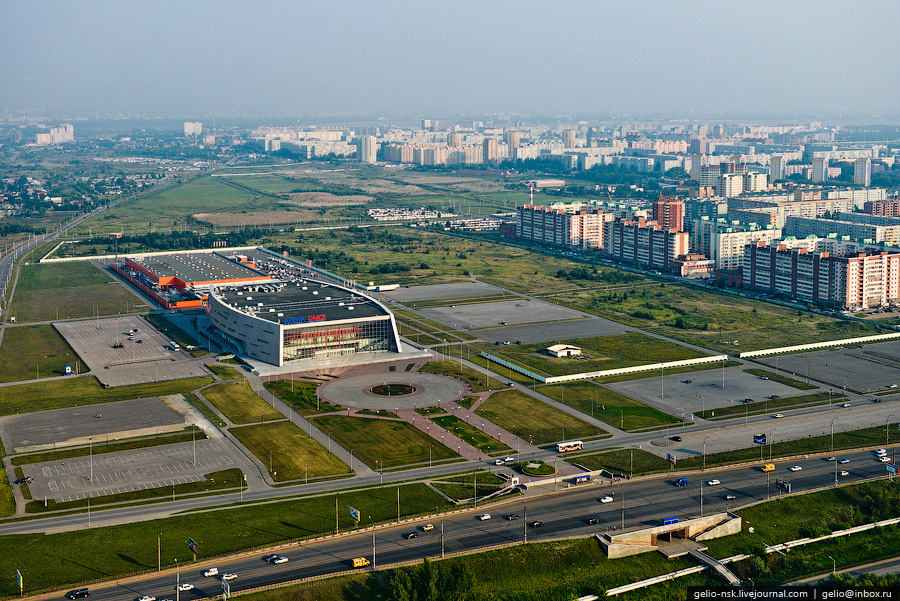 """11. Ледовый дворец спорта  """"Арена Омск """".  С 2007 года здесь проводит домашние матчи хоккейная команда  """"Авангард """" ."""