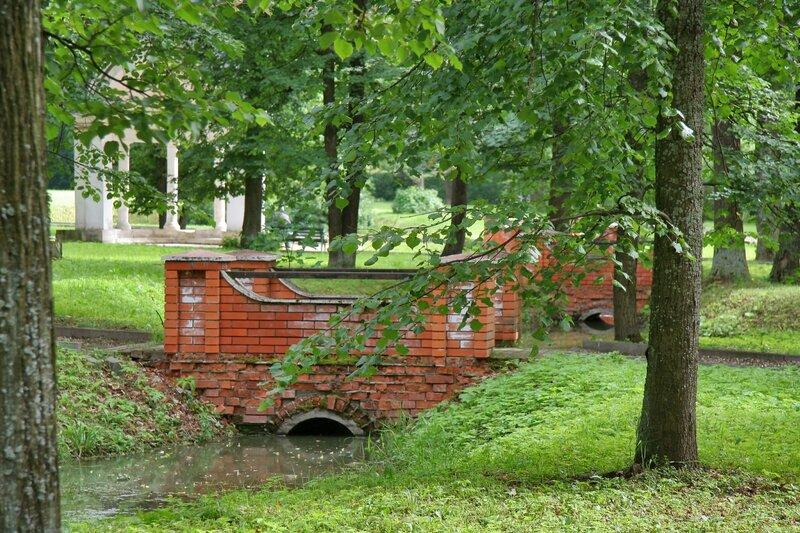 Марфино, Полуциркульная беседка и мосты
