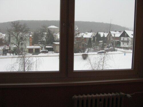 Домики за окном