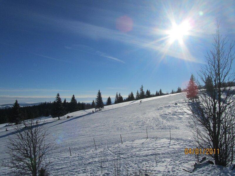 Гора кандель лыжников навалом игорных
