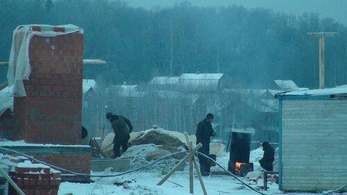 Строители на участке №162