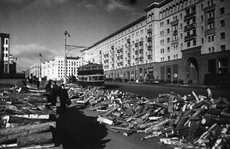 21 Москва. Ул. Горького.  1942.jpg