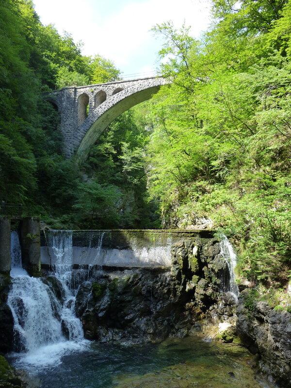 Железнодорожный мост над ущельем