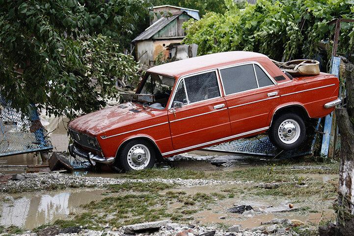 A stranded car in Krymsk
