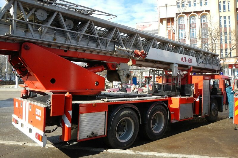 Автолестница пожарная АЛ-60 TATRA-T815 - автопробег пожарной спецтехники МЧС 25 апреля 2014 г.