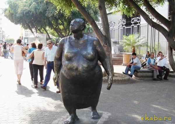 Памятник немолодым женщинам