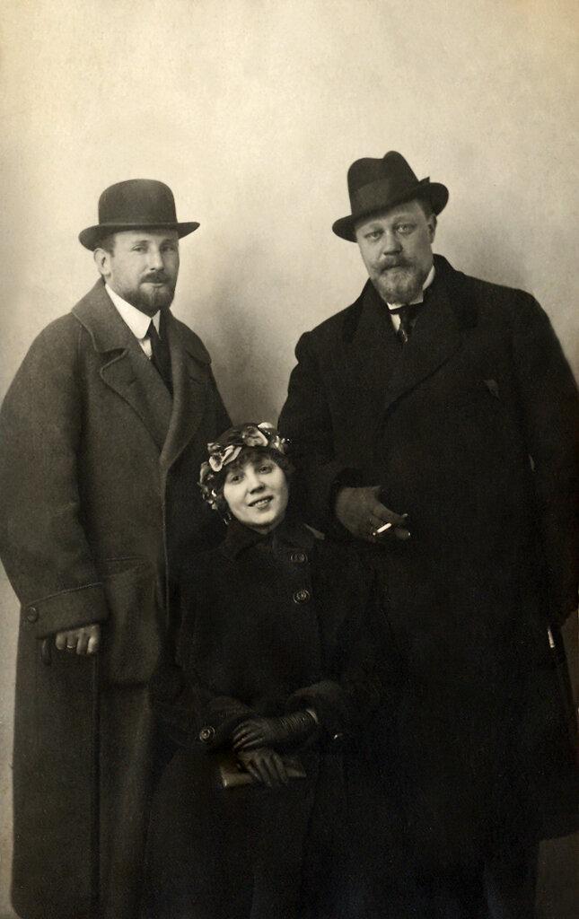 Отец Григория Конского - Григорий Григорьевич Конский (справа) с любовницей.