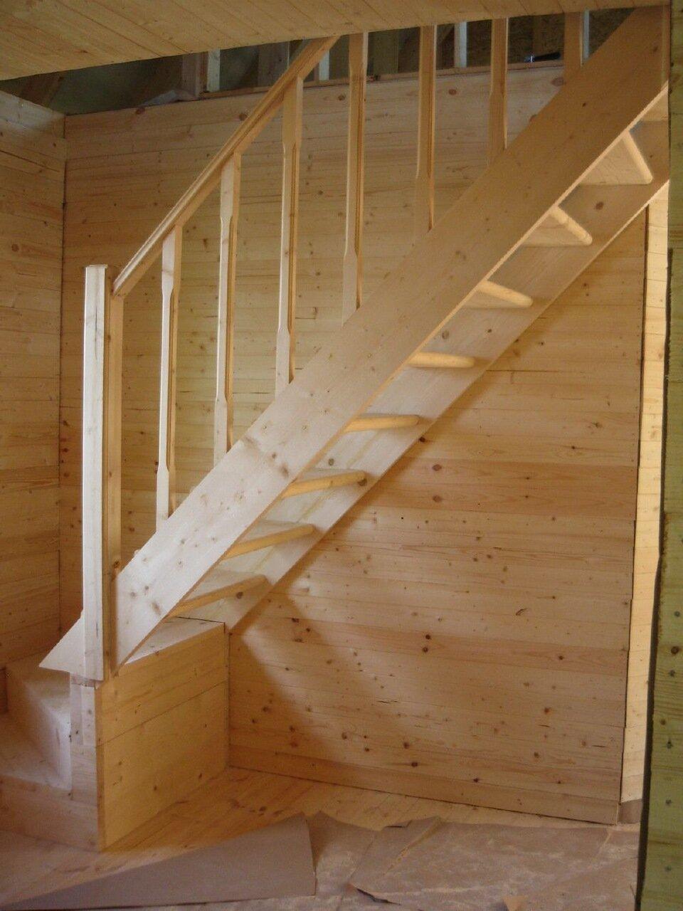 Лестницы на второй этаж на дачу 43
