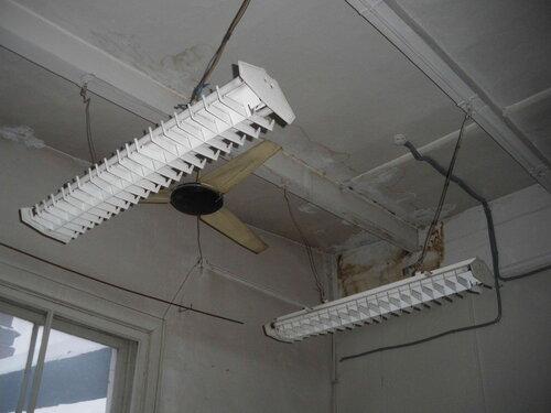 Фото 15. Советские люминесцентные светильники и вентилятор. Теперь это раритеты!
