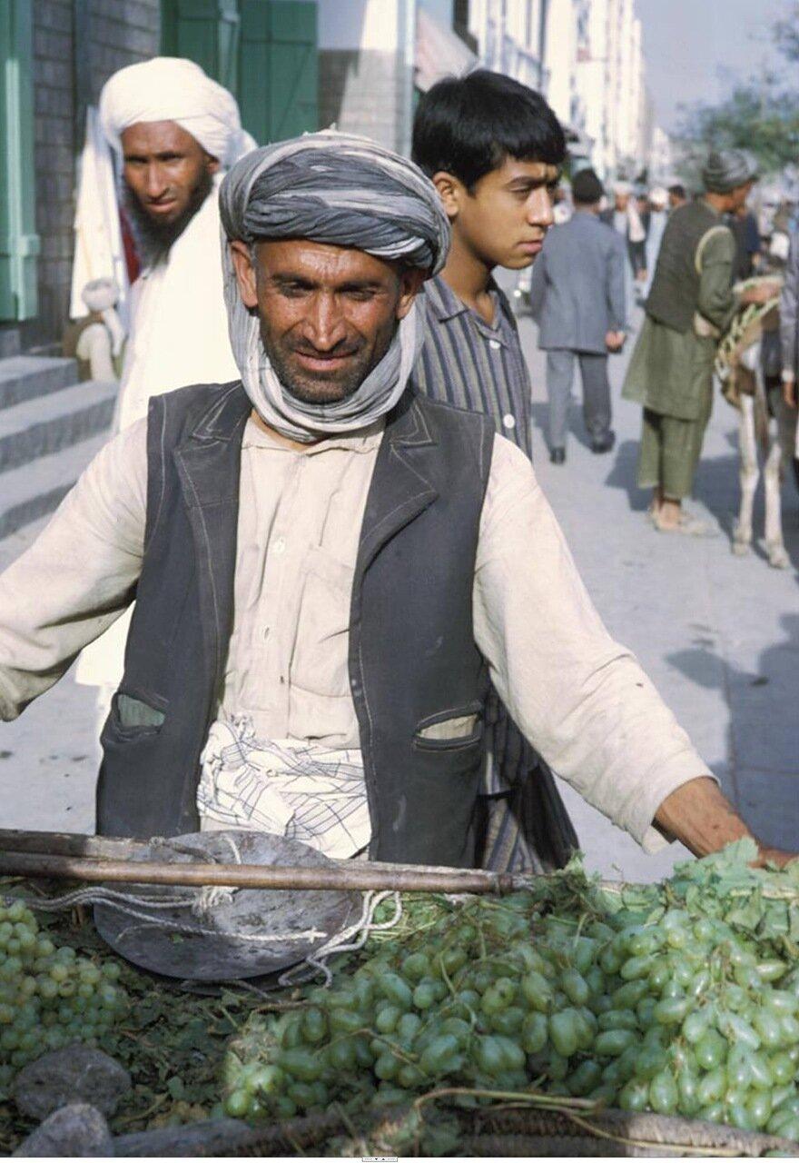 Продавец винограда