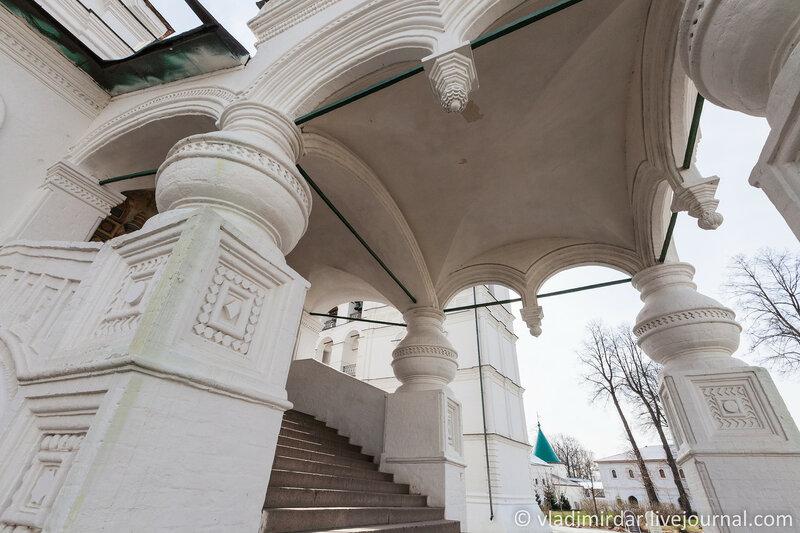 Парадное крыльцо Троицкого собора в Ипатьевском монастыре. Кострома.