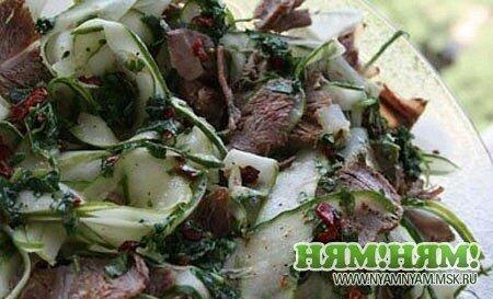 Острый салат из говядины и огурцов с фото