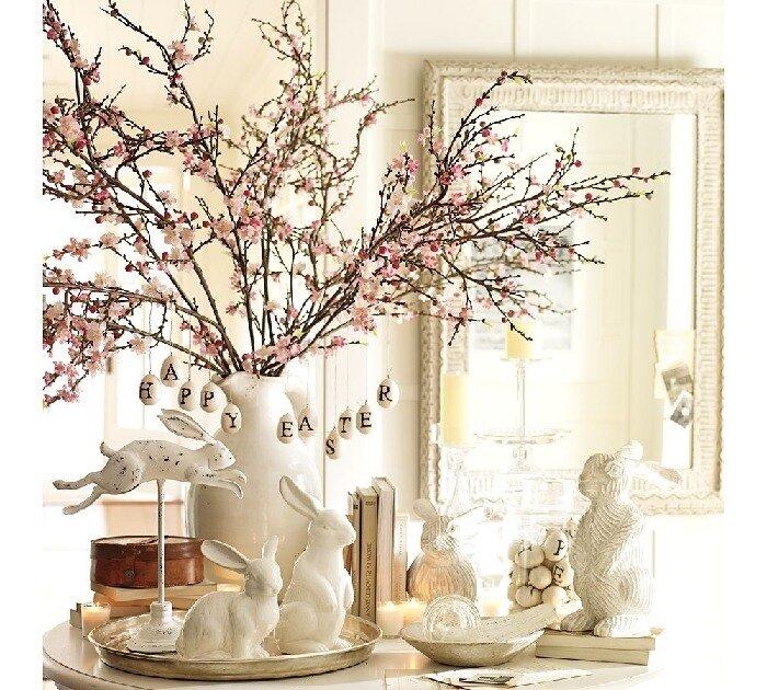 Это может быть бумажный декор, декор из ниток, пуговиц, с помощью наклеек и бисера.  Такие яйца прекрасно будут...